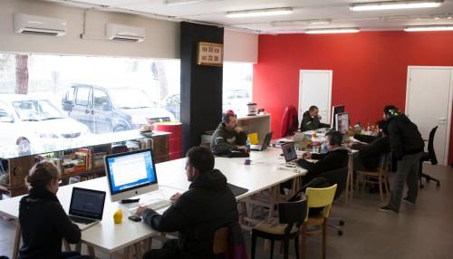 spazio co-working rete cowo a pesaro postazioni lavoro e riunioni